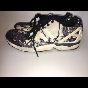 Adidas tree design sneakers size 8